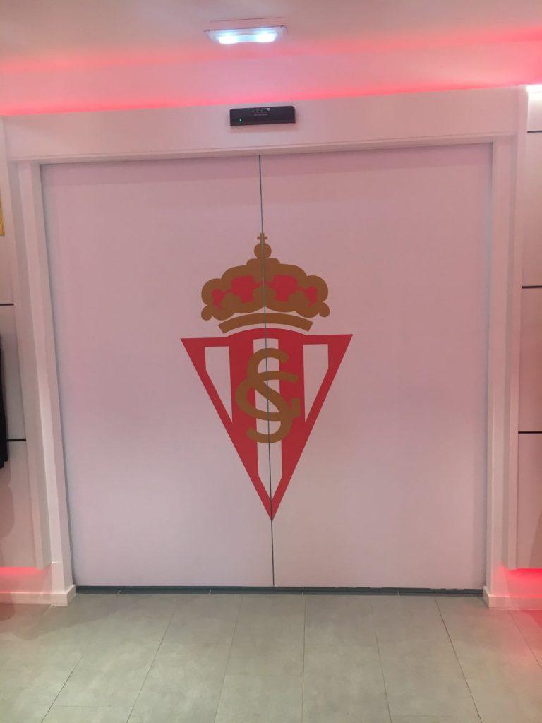 Instalación de puerta automática para el Sporting de Gijón