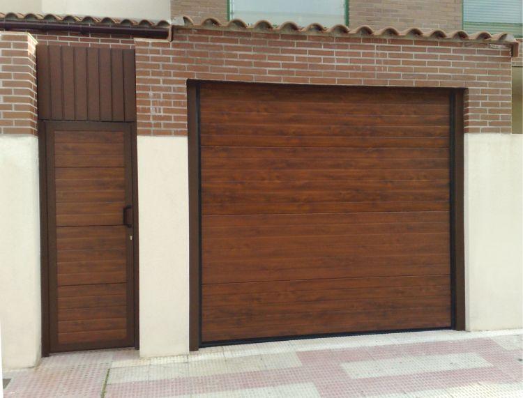 Instalación de portón o puerta seccional para garaje o negocio