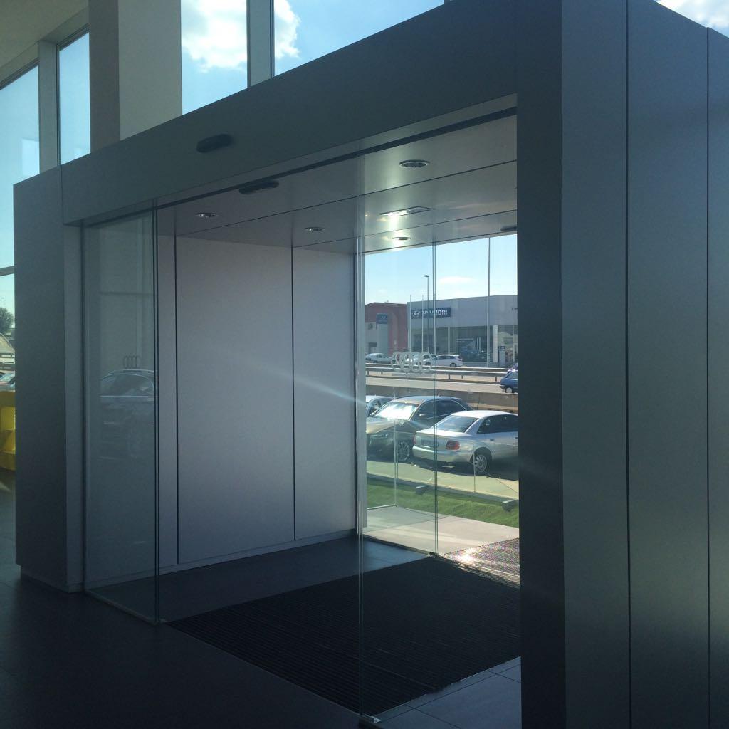 Puerta de cristal autom tica en le n for Puertas automaticas cristal