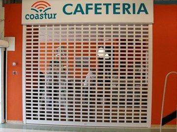 Puertas de Cristal SAP - Persiana cafetería Coastur en Otur, Luarca - Sistemas Automáticos de Paso