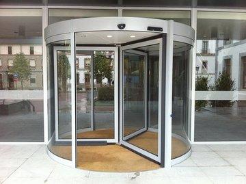 Puertas de Cristal SAP -  Puerta giratoria. Hotel Caldas - Sistemas Automáticos de Paso