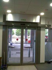 Puertas de Cristal SAP - Puerta de cristal automática. Gasolinera Jove - Sistemas Automáticos de Paso
