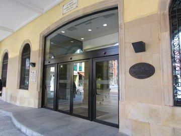 Puertas de Cristal SAP - Puerta de cristal automática girobatiente. Ayuntamiento de Gijón  - Sistemas Automáticos de Paso