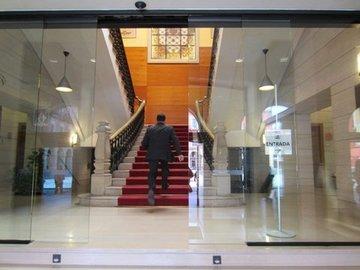 Puertas de Cristal SAP - Puerta de cristal automática. Ayuntamiento de Gijón - Sistemas Automáticos de Paso