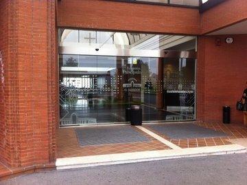 Puertas de Cristal SAP - Puerta de cristal  Tanatorio el Salvador en Oviedo - Sistemas Automáticos de Paso