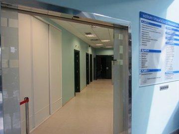 Puertas de Cristal SAP - Puerta de cristal automática. Instituto Oftalmológico Fernández-Vega - Sistemas Automáticos de Paso