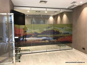 Puertas de Cristal SAP - Cierre de vidrio, Clinica Compasso, Oviedo - Sistemas Automáticos de Paso